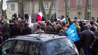 A Versailles :  900 personnes dans les rues pour défendre les droits des familles