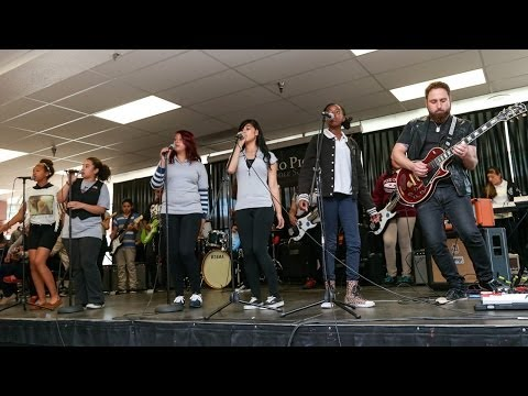 "Monte Pittman jams w/ Little Kids Rock students - ""Sweet Ch"