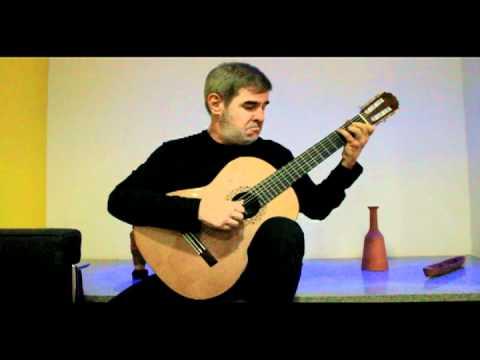Marco Pereira tocando