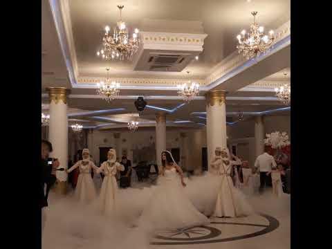 Танец очаровательной невесты. Смотреть до конца!