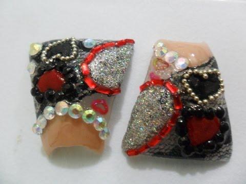 """""""Diseño de uñas en rojo y negro en forma de campana o pato""""/ nail desing red a"""