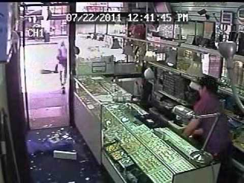 Another smash grab robbery in jewelry district caught on for Fashion jewelry district los angeles