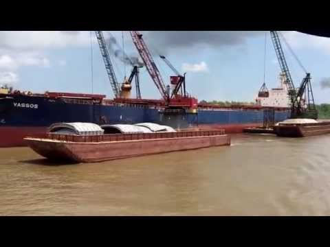 Loading ship from barges