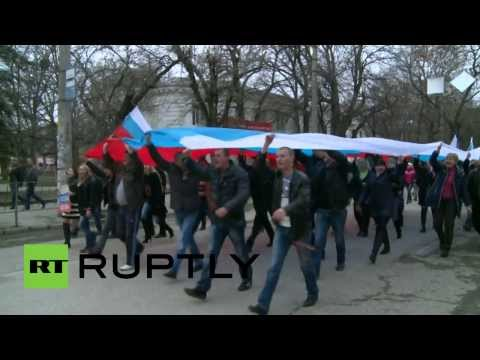 Anti-Maidan rally in Crimea: Hundreds protest in Simferopol klip izle