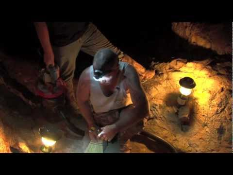 Gold prospecting with a Crack-Vac...After MIDNIGHT !!