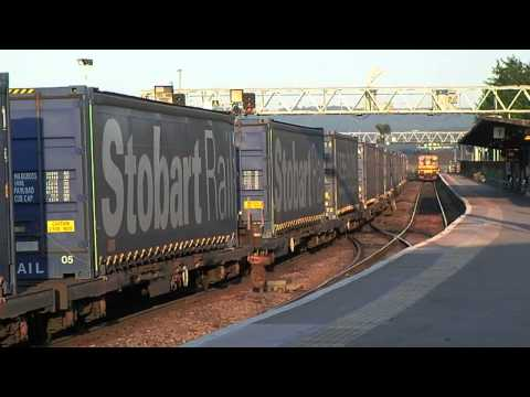 FGW 150101 TRIES TO RACE DRS 66430 AT GLOUCESTER 210513