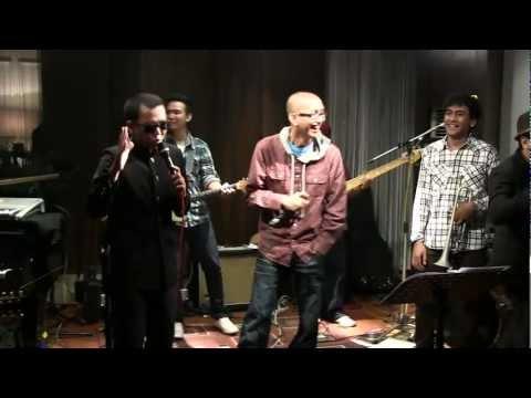 Tompi ft. Kojek & Wizzow @ Mostly Jazz 17/02/12 [HD]