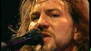 Pearl Jam - elderly woman behind the counter in a small town - Live Argentina