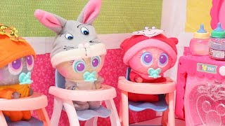 Glitter Babies Feeding Routine ! Toys and Dolls Fun Pretend Play with Neonates