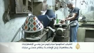 شبان مصريون يصنعون من الزجاجات المستعملة تحفا فنية