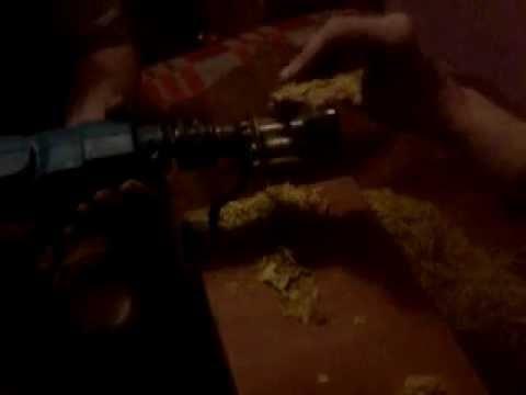 Stara maszynka do makaronu + wiertarka = maszynka do mielenia liści tytoniu xD