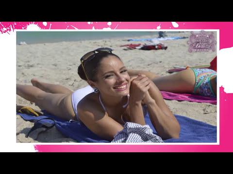 Las bellezas latinas lo enseñan todo en la playa