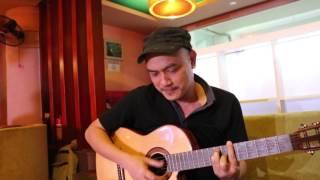 Nhạc sĩ Phương Phạm đọc  thơ Đình Khoa, lập tức bật ra ý nhạc, ôm đàn phổ luôn tại chỗ
