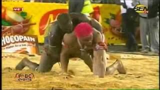Lutte | Drapeau Omaro - Victoire de Boy Baol sur Konia