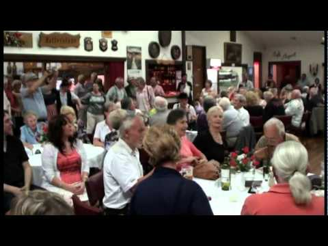Allgäuer Blaskapelle (in Melbourne) - German sing along