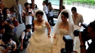 Taiwan couple in same-sex Buddhist wedding