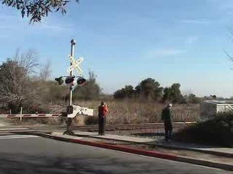 BNSF freight in Antioch CA -motorist ducks under gates