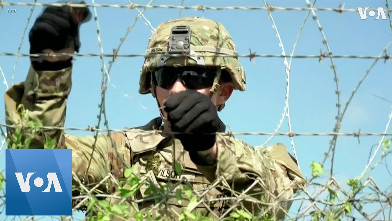 Soldiers Install Concertina Wire at US Port of Entry Near Donna