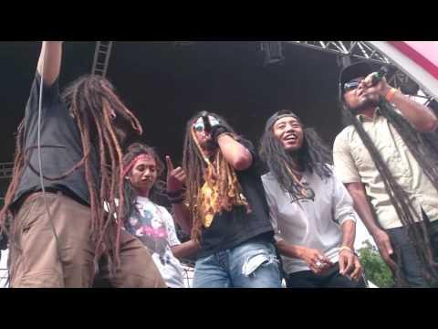 Keren bangeet Gangstarasta ft Dellu uyee, resha stromp, hio & Bayu roots (LIVE MARIBERDANSKA 2016)