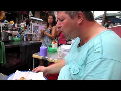 Thai street food: simple, good, tasty!