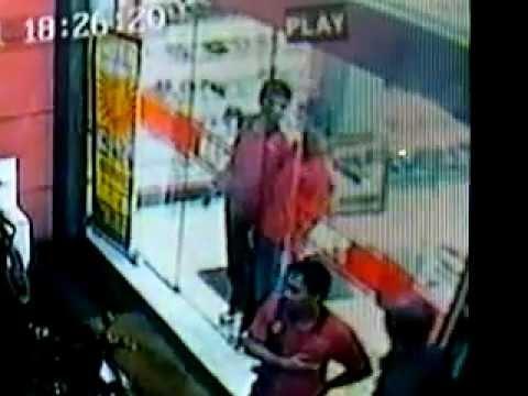 kejadian Lucu yg terekam CCTV di TOKO GARUCCI SHOES
