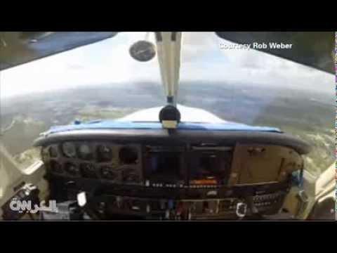 شاهد كيف ارتطم هذا الطائر بزجاج الطائرة