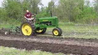 1948 John Deere B Plowing