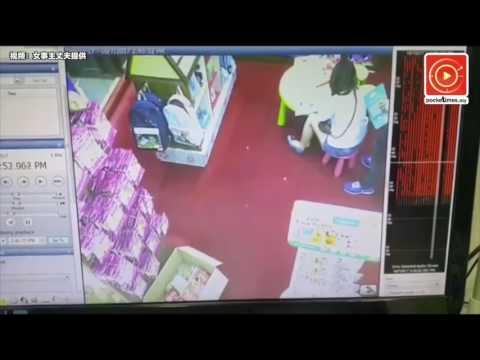 Kẻ biến thái thủ dâm và xuất tinh trên lưng người phụ nữ ngay trong nhà sách Mont Kiara Mall