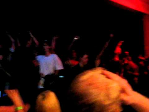 Every Time I Die - Floater (Keith Buckley crowd surfs out the door)