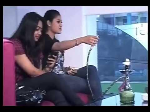 INDIA Girls Smoking Hukka 4 Segment