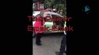 The Power of Emak-emak Parkir di Jalur Yang Salah Masih Ngotot - Video Viral