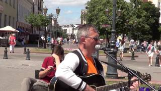 Уличный музыкант поет русский шлягер! buskers, street, musik, song!