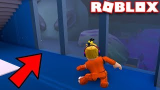 GIANT ALIEN TRYING TO GET INTO MY APARTMENT in ROBLOX JAILBREAK