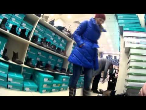 С женой в магазине обуви)