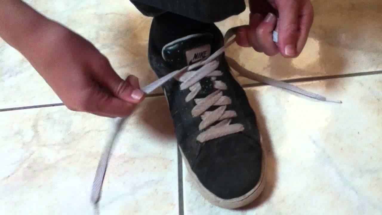 faire ses lacets de chaussures comment faire ses lacets rapidement youtube. Black Bedroom Furniture Sets. Home Design Ideas