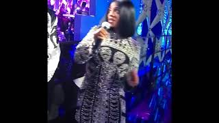Dearra from Dk4L fumbles and is scared at BETs SOCIAL AWARDS