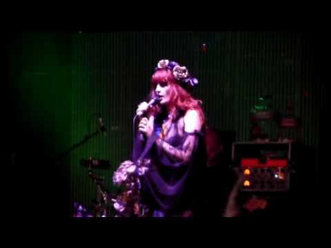 Florence and the Machine - Blinding (2009) Glastonbury, England