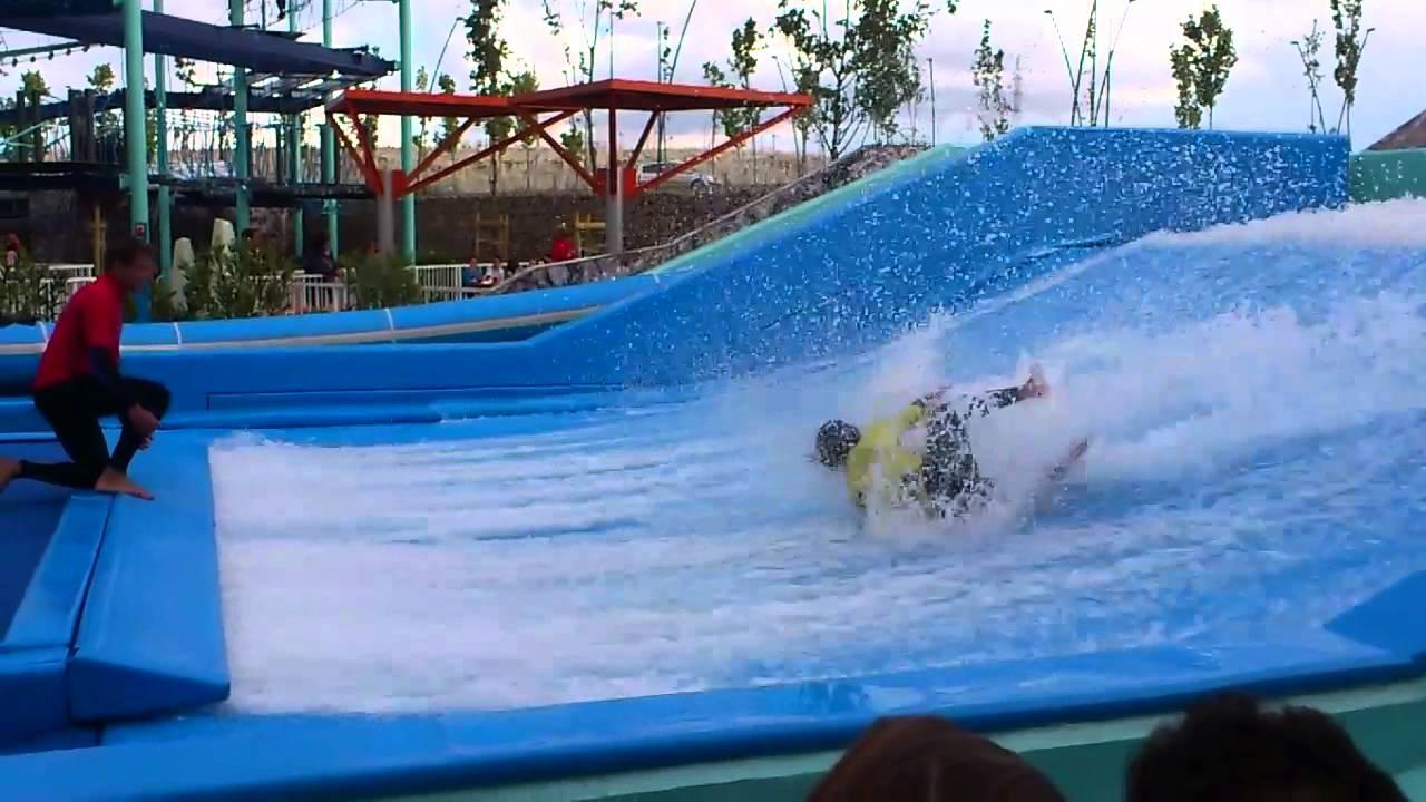 Flowrider surf crashes puerto venecia zaragoza youtube - Centro comercial puerto venecia zaragoza ...