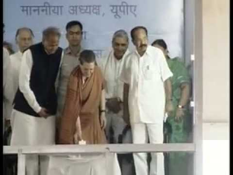 Sonia Gandhi lays foundation stone of oil refinery