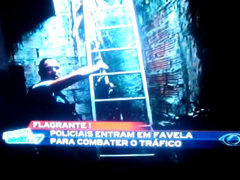 policiais da dise de guarulhos invadem favela para combater o trafico de droga