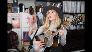 "Holly Macve - NPR Music Tiny Desk Concertにて""No One Has The Answers""など3曲を披露 映像を公開 thm Music info Clip"