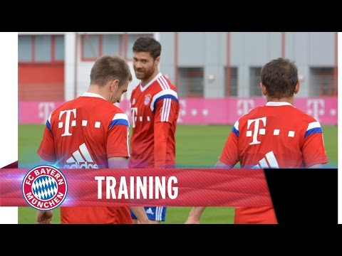 FCB Training with Xabi Alonso, Philipp Lahm & Co.