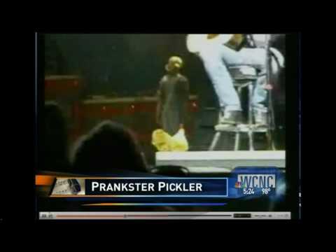 Kellie Pickler Prankster&Brad Paisley's Payback. Next?