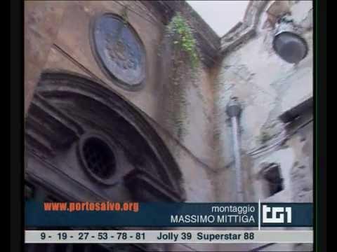 I palazzi storici crollano nel centro antico di Napoli