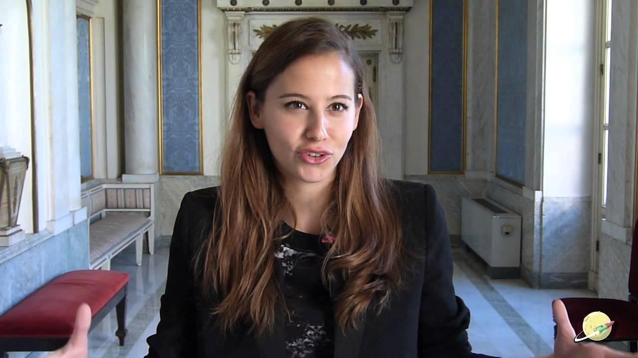 Gente en Sitios - Irene Escolar - YouTube