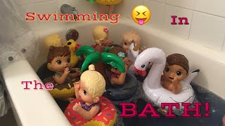 BABY ALIVE: The babies swim in the bath!