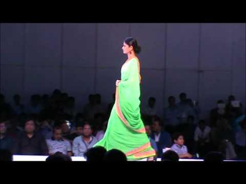 jiravala saree at surat dreams hydrabaad 2014 fashion show