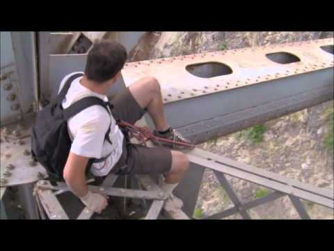 Extreme Rope Swing Bridge Jumping in British Columbia Dangerous Stunt. MUST SEE! klip izle