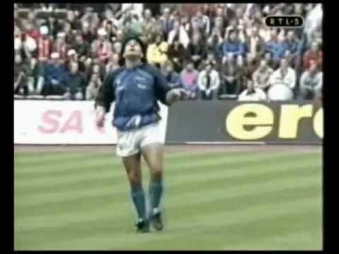Maradona calentamiento: Lección de fútbol y baile Opus Live is Life