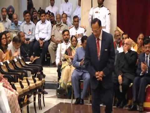 PRESIDENT OF INDIA PRESENTS PADMA AWARDS_Dr. R.S. Bisht_05-04-13